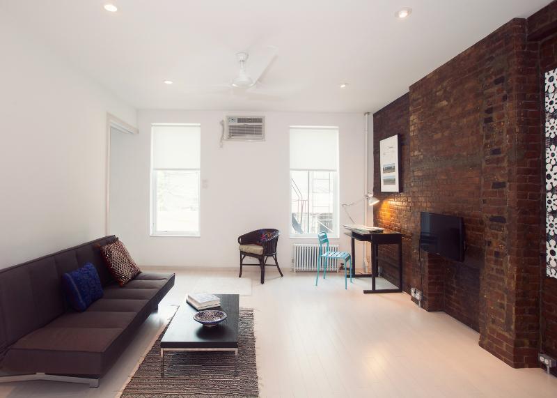 Living Room - Stylish Hipster Loft-Artistic Design, Zen Feel - New York City - rentals