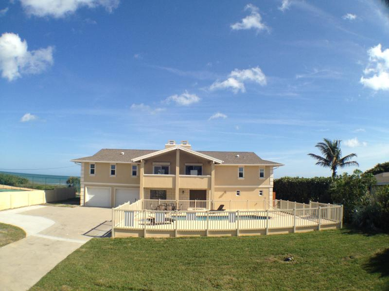 GOLDEN SANDS® PEARL -Luxury Beachfront, Pool & Spa - Image 1 - Cocoa Beach - rentals
