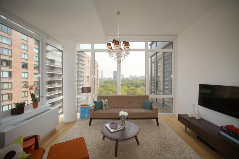 The Living room - GORGEOUS 2 BED/2 BATH Stunning Central Park Views! - New York City - rentals
