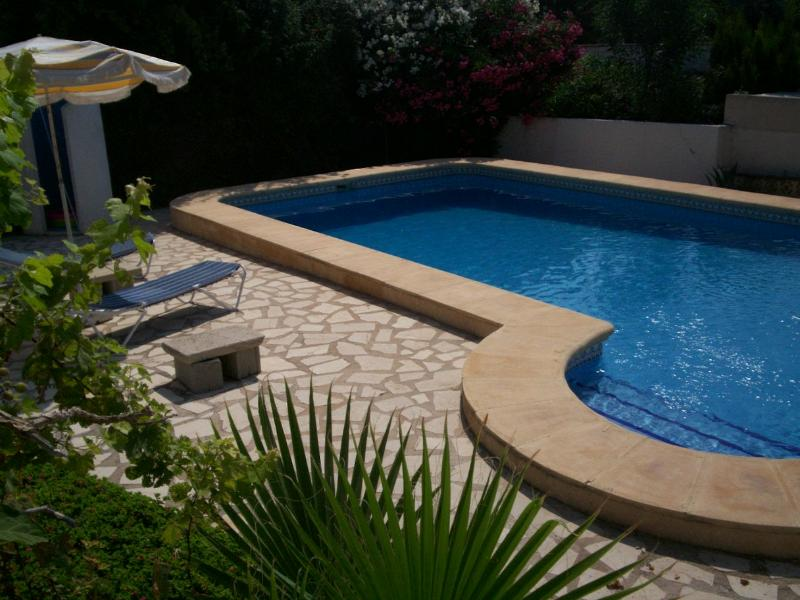 Large private pool - 8-berth villa, private pool and free GB TV + Wifi - Moraira - rentals