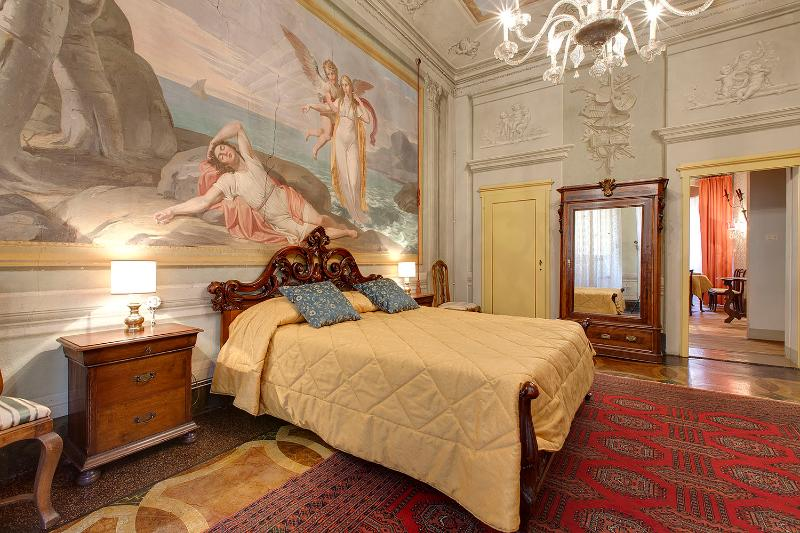 double bedroom with one single bed - Artist flat close to the old bridge-Venere flat - Florence - rentals