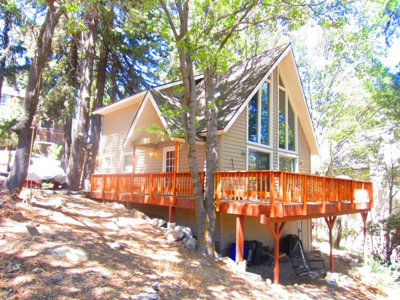 Front Entry - Cozy Lake Arrowhead cabin with gorgeous views! - Lake Arrowhead - rentals