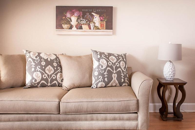 Living room - Houston Hotel Alternative • Downtown Sky Apt 2018 - Houston - rentals