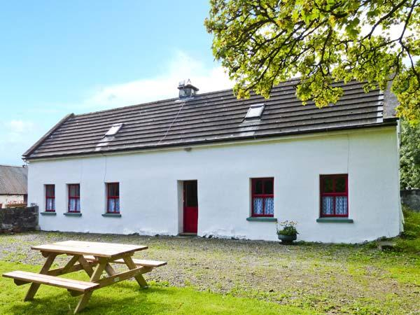 LOUGH GRANEY COTTAGE, woodburner, en-suite facilities, rural retreat, in Caher, Ref. 24965 - Image 1 - Caher - rentals