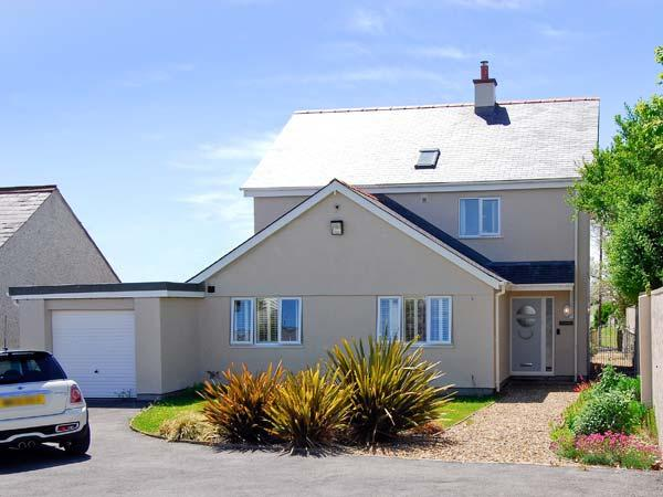 RANFORD, detached, close to beach, off road parking, front and rear gardens, in Rhosneigr, Ref. 25867 - Image 1 - Rhosneigr - rentals