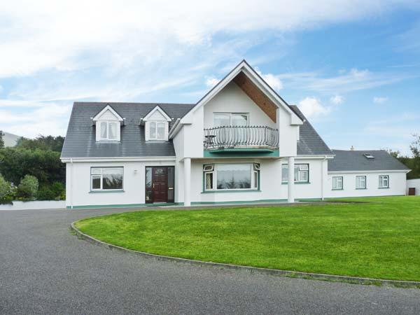 17 ST MICHAEL'S CRESCENT, detached, off road parking, enclosed garden, in Glenbeigh, Ref 28477 - Image 1 - Glenbeigh - rentals