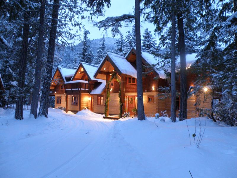 Drumkeeran House in winter - Drumkeeran House on Ivey Lake, Pemberton, BC, Cana - Pemberton - rentals