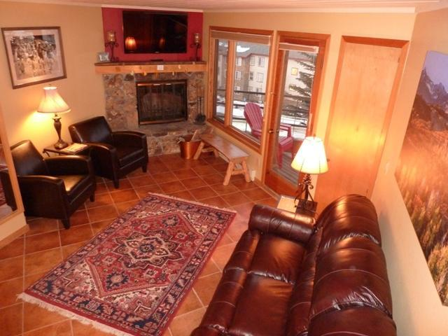 Living Room with Fireplace and TV - Perfect Location! Gorgeous Views! 2 Decks! Hot tub - Crested Butte - rentals