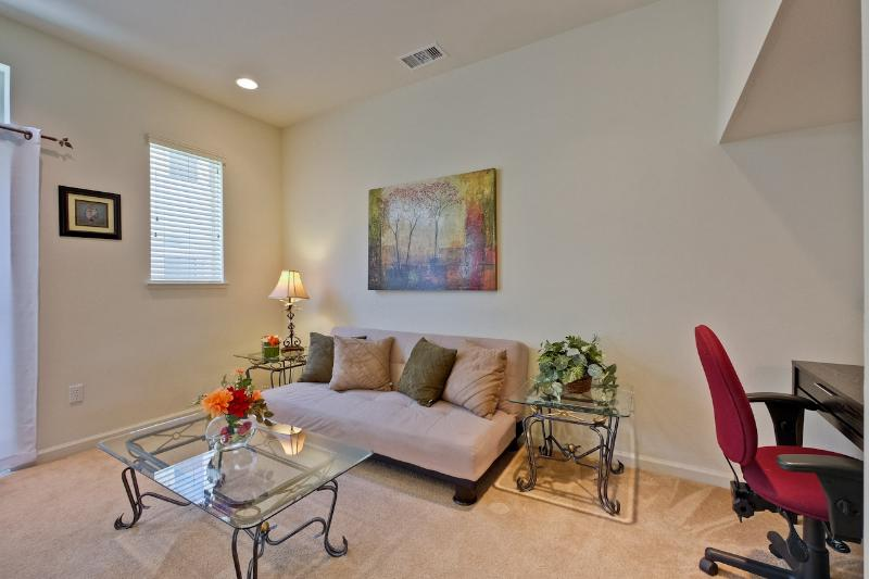 Relax or work area - Contemporary Oasis 3Bd/2.5 Tri-level Home in MV - Mountain View - rentals