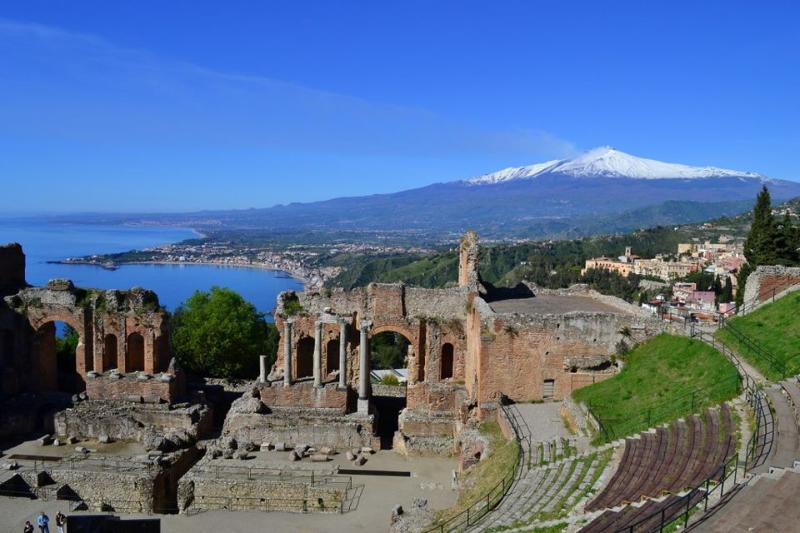 Near The Theatre Nice Room In The Garden For 2 P - Image 1 - Taormina - rentals