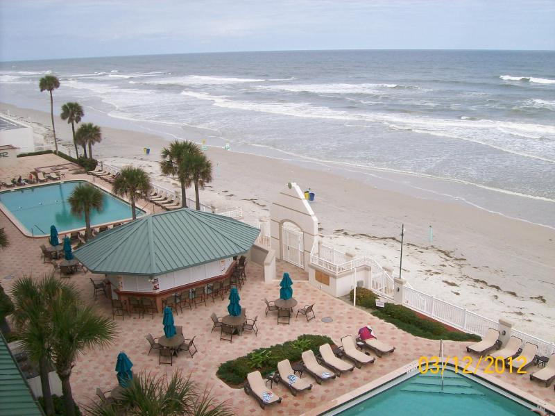 Pool Area/Tiki Bar at the Daytona Beach Resort & CC - Oceanfront One-Bdrm Condo/313 - Daytona Beach - rentals