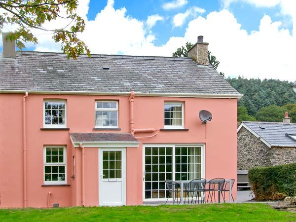 PEN Y BRYN family-friendly, detached cottage with hot tub in Devil's Bridge Ref 28335 - Image 1 - Devil's Bridge (Pontarfynach) - rentals