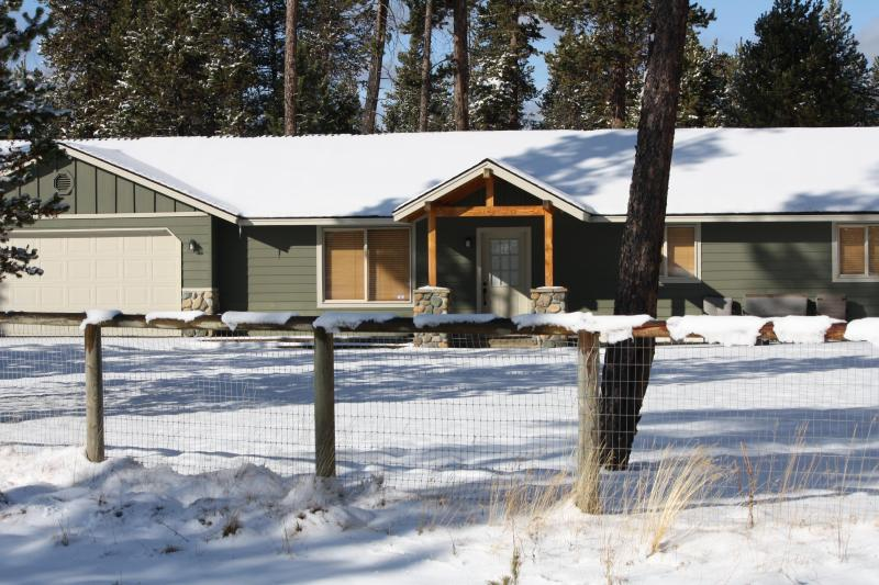 Front of House - Just South of Sunriver - Hot tub + Pet Friendly - Bend - rentals