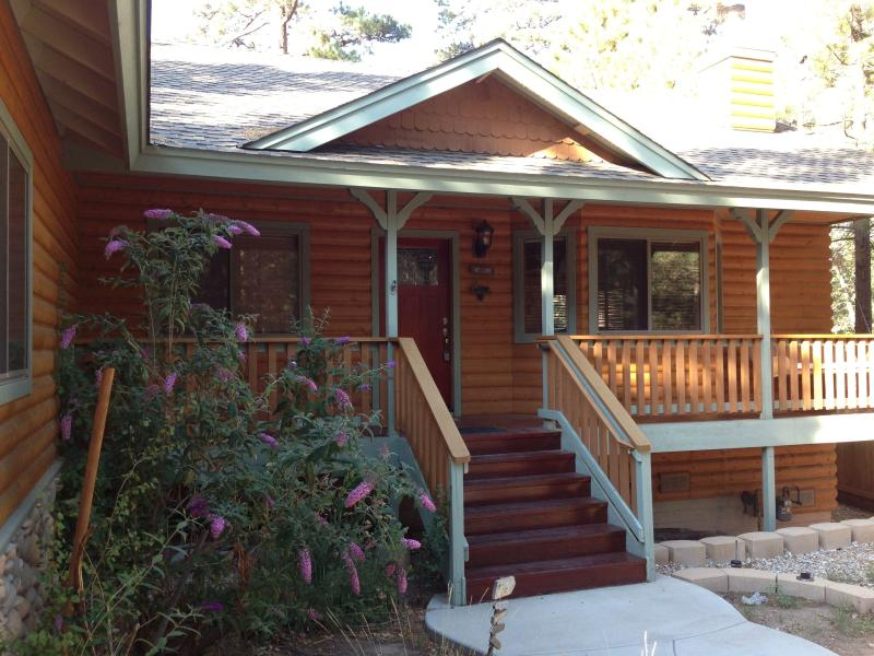 Quiet, Residential Cabin; 3BR, Sleeps 8; Close to Village & Snowplay - Image 1 - Big Bear Lake - rentals