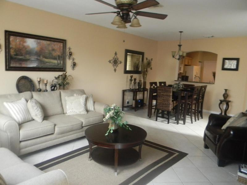 Spacious Living Room / Dining Combo - West Palm Beach Townhome - West Palm Beach - rentals