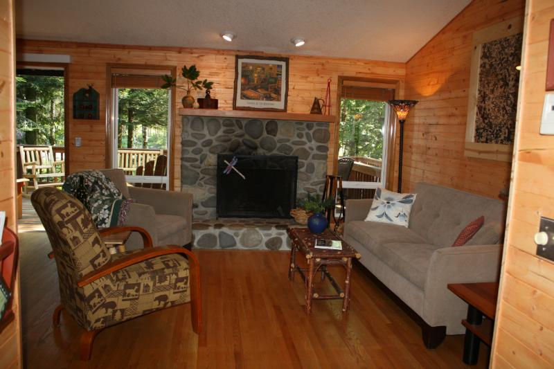 Mt Hood Waterfront Vacation Home-Hot Tub-Wifi - Image 1 - Rhododendron - rentals
