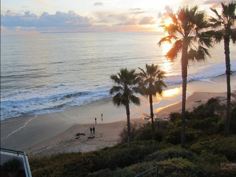 Beach view from Apt Terrace - LAGUNA BEACH !  OCEANFRONT APT!  DOWNTOWN! - Laguna Beach - rentals