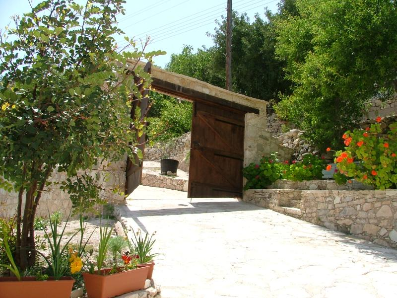 Main Entrance - PIskopos House, with a private pool &  free Wi-Fi - Episkopi - rentals