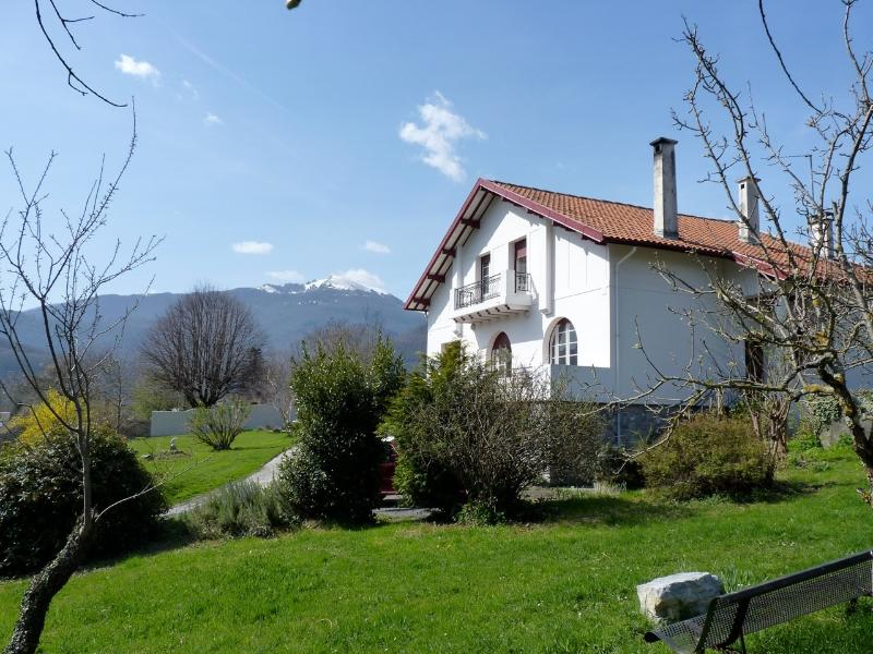 A traditional basque villa in an acre of walled garden - Spacious 3 bedroom B&B, in the Pyrenees, heavenly - Saint-Lary-Soulan - rentals