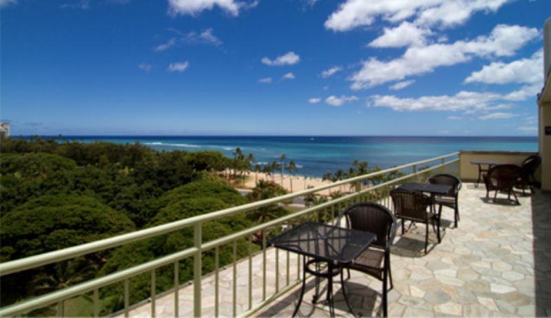 Large Ocean View Studio on the Park in Waikiki! - Image 1 - Honolulu - rentals