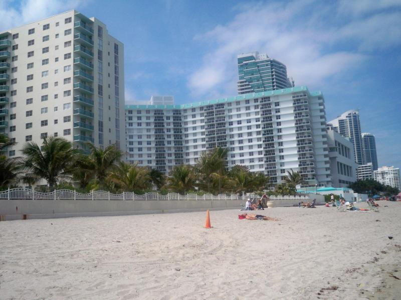 Complex - 2/2 ocean front condo at  Tides on Hollywood Beach - Hollywood - rentals