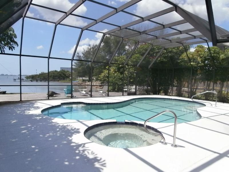 After a day in Florida's sun, refresh yourself in our unheated pool and soaking tub!  - Gulfport Waterfront Mid-Century Modern Masterpiece - Gulfport - rentals