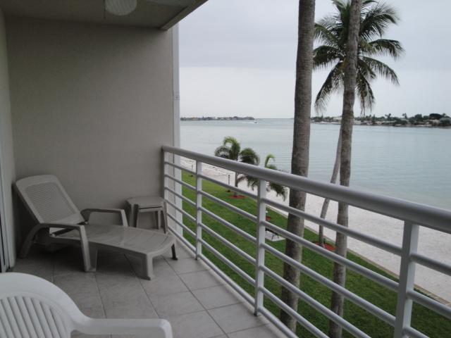 Balcony View - It SHORE is Fun on Isla del Sol!!!! - Saint Petersburg - rentals