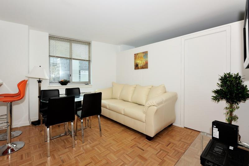 Luxurious Midtown 2 Bedroom apartment #8459 - Image 1 - New York City - rentals