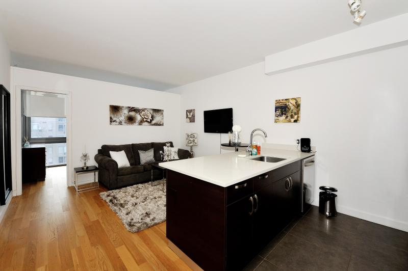 Beautiful 2 Bedroom apartment in West Side #8386 - Image 1 - New York City - rentals