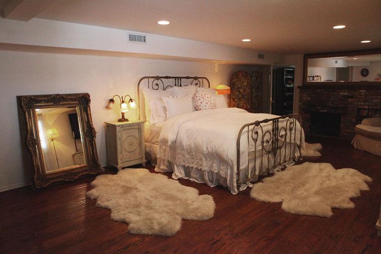 Bedroom (1st fl) - Hollywood Hills 4bd Tri-Level English House + yard - Los Angeles - rentals