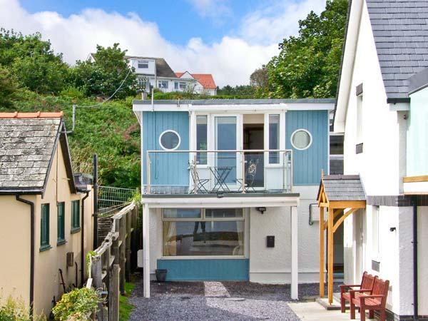 MIN Y TRAETH, detached cottage, opposite beach, en-suites, in Amlwch, Ref. 28035 - Image 1 - Amlwch - rentals