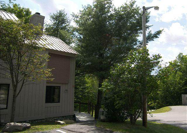 Outside - C6003- Managed by Loon Reservation Service - NH Meals & Rooms Lic# 056365 - Lincoln - rentals