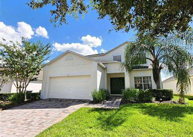 Front View - MICKEY'S ESCAPE: 5 Bedroom Home with 2 Separate Living Areas - Davenport - rentals