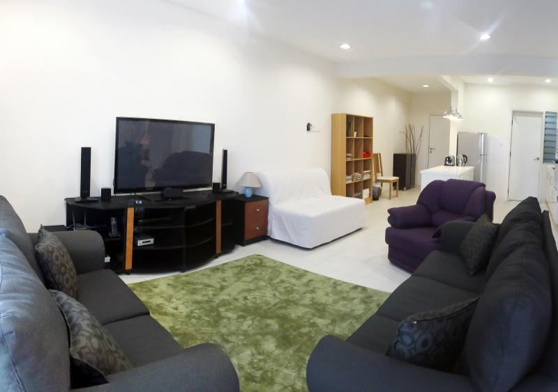 Living room - Ideal for Business/Family travelers - Petaling Jaya - rentals