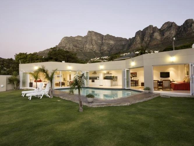 Beautifully manicured lawn and large pool - Adriatic at Funkey 1B - Camps Bay - rentals
