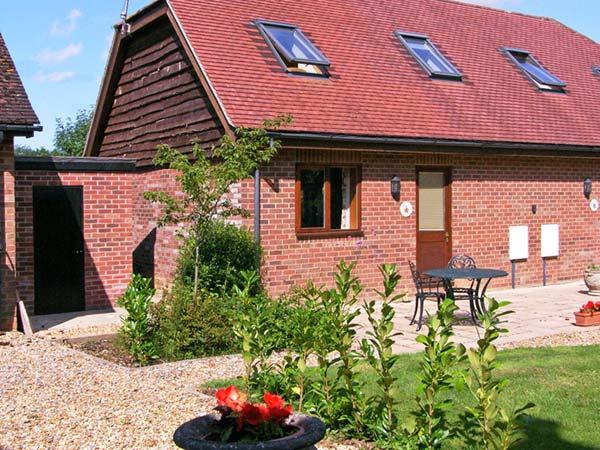 FOXHOLE, en-suite, romantic cottage, easy reach of New Forest, near Alderholt Ref. 15424 - Image 1 - Alderholt - rentals
