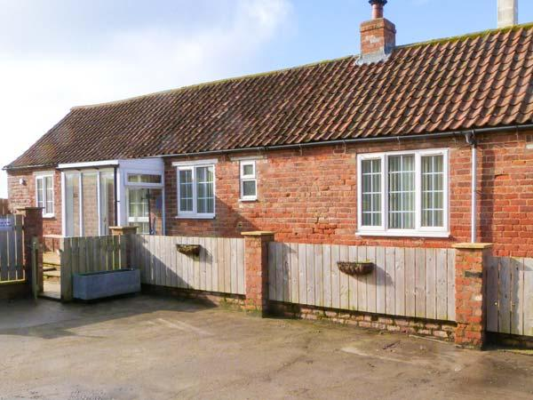 LITTLE ARGHAM COTTAGE pet-friendly, woodburning stove in Burton Fleming, Ref 23937 - Image 1 - Filey - rentals