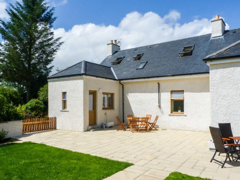 GLED COTTAGE luxury property, woodburner, en-suite facilities, enclosed lawned garden, in Creetown, Ref 28063 - Image 1 - Creetown - rentals
