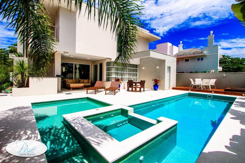 Jurere Villa Garoupas - Image 1 - Jurere - rentals