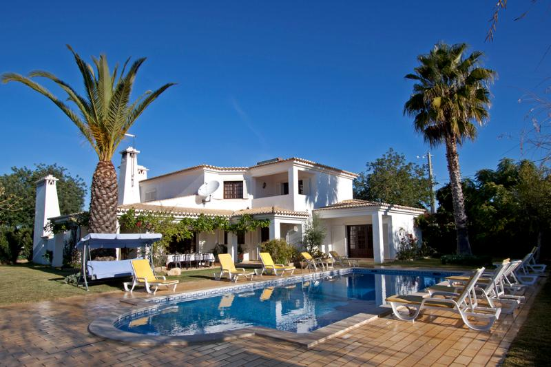 Beautiful villa for 10 persons with private pool only 10 minutes from Albufeira - Image 1 - Albufeira - rentals