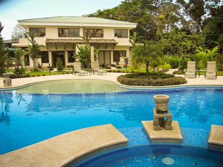 Poolside view of Villa Catorce. - Excellent Rates! Comfort of Home at Villa Catorce - Quepos - rentals