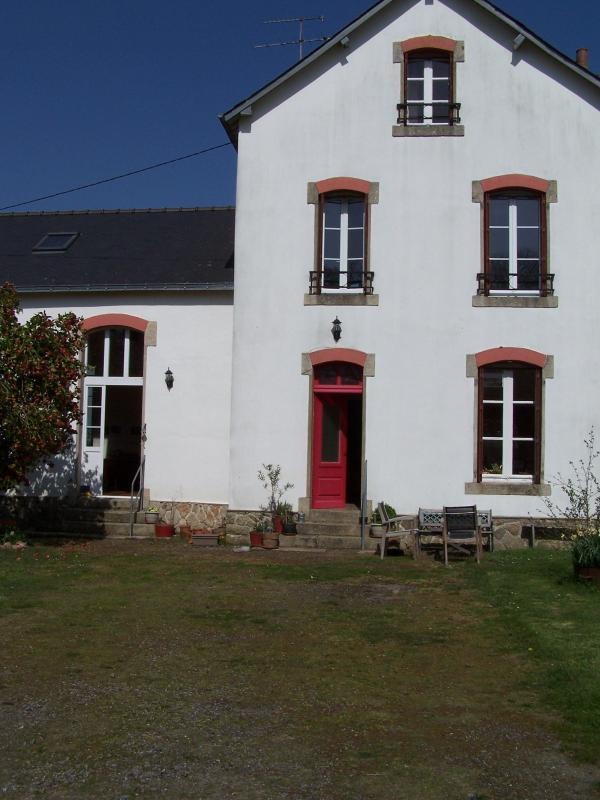 The schoolhouse and atelier - Image 1 - Cleguerec - rentals