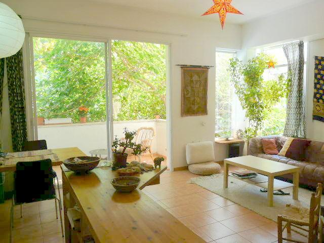 Light-filled and breezy, facing a lovely terrace. - Sunny home in heart of Tel Aviv - Tel Aviv - rentals