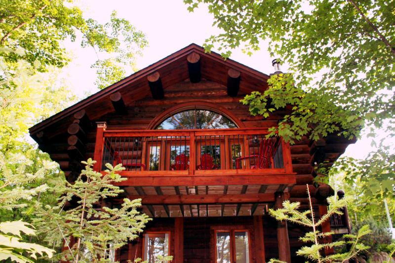 Private Log Home Family Friendly close to all WIFI - Image 1 - Mont Tremblant - rentals