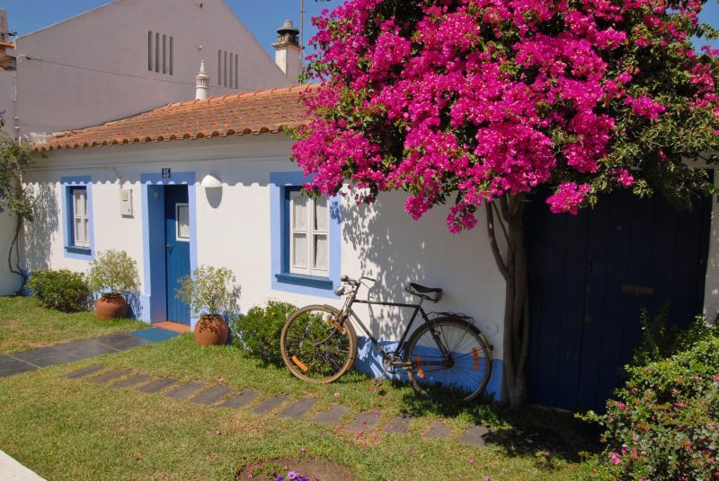 A casinha. Quarto 1 - Image 1 - Vila Nova de Milfontes - rentals