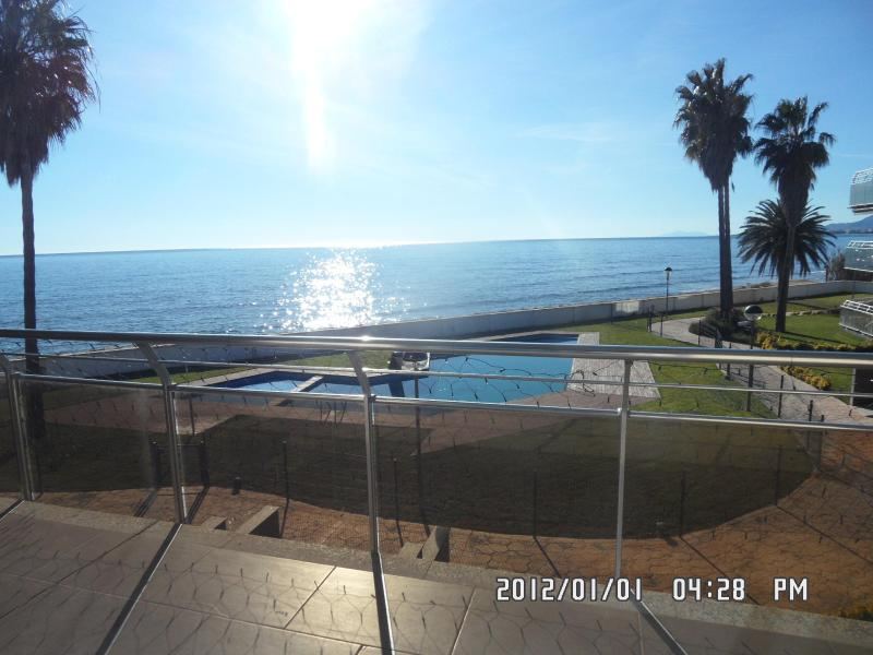SEAVIEW FROM LIVING - LUXURY SEASIDE APPT. CAMBRILS SALOU PORT AVENTURA SPECIAL RATE!!! 700 € wk July - Cambrils - rentals