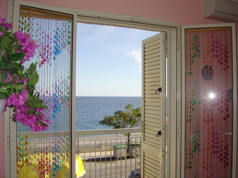 Apartment by the sea, near Taormina, Catania, Etna - Image 1 - Roccalumera - rentals
