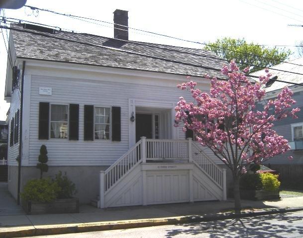 Front Exterior - Moses Barlow House - Newport - rentals