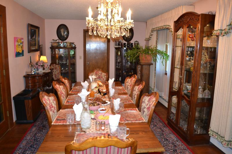 The B&B dining room where you will meet and enjoy a family style all you can eat breakfast each day. - Alaska Guides and Irene's Lodge B&B - Kenai - rentals