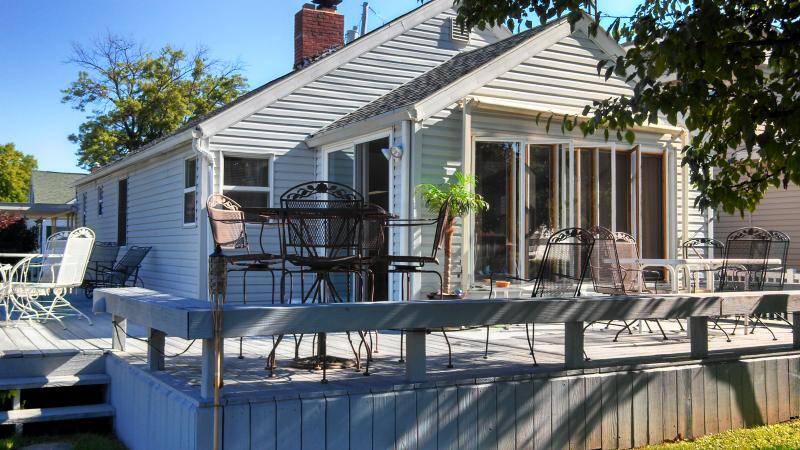 Front of house, facing the water. - Webster Lake Vacation Cottage, North Webster, Ind - North Webster - rentals